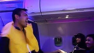 Virgin America Flight Attendant Safety Dances to #VXsafetydance