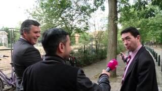 Haatparkeerder schopt verslaggever