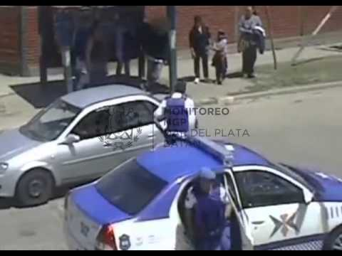 Golpeó a su novia y la policía lo detuvo gracias a las cámaras de seguridad