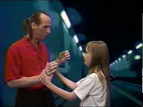 Adrian Belew - intro + Oh Daddy  [video]