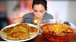 Seafood Noodle Soup 짬뽕 & Huge Dumplings 만두 Mukbang 먹방