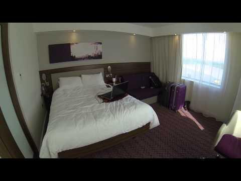 Hampton Inn by Hilton at London Gatwick, Corner Room (412)