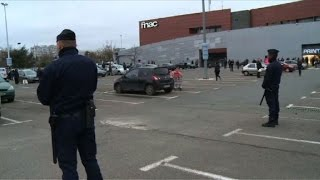 Mall evacuated near Paris over suspicious package