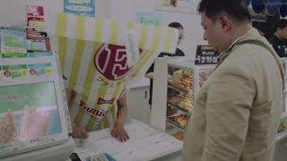 """上半身が""""ファミチキ""""のファミチキ先輩が奮闘!ファミマの新CMシリーズが公開"""