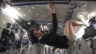 Космическая Станция от первого лица. Экскурсия по МКС(Довольно интересное видео - экскурсия по космической станции. Одно из тех мест, где человек может летать,..., 2013-04-19T06:43:46.000Z)