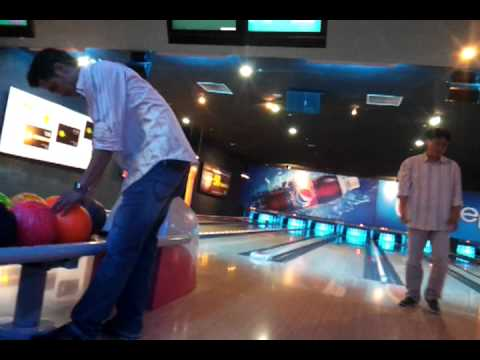clip chơi bowling o sai gòn mr.Si~ + Phú + Tèo