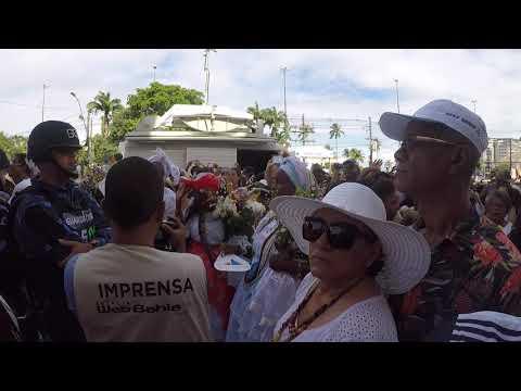 Hino do Senhor do Bonfim cantado pelos fiéis e coral da igreja da Conceição  da Praia