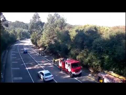 Los bomberos sofocan las llamas en la variante de Burela