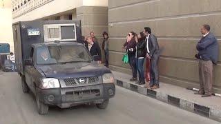 أنصار إسلام البحيري يودعونه بعد خروجه من المحكمة