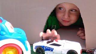 Тимур Играет в машинки Игрушки и Спасает Полицейскую - Пожарную машины и Скорую помощь из Пещеры