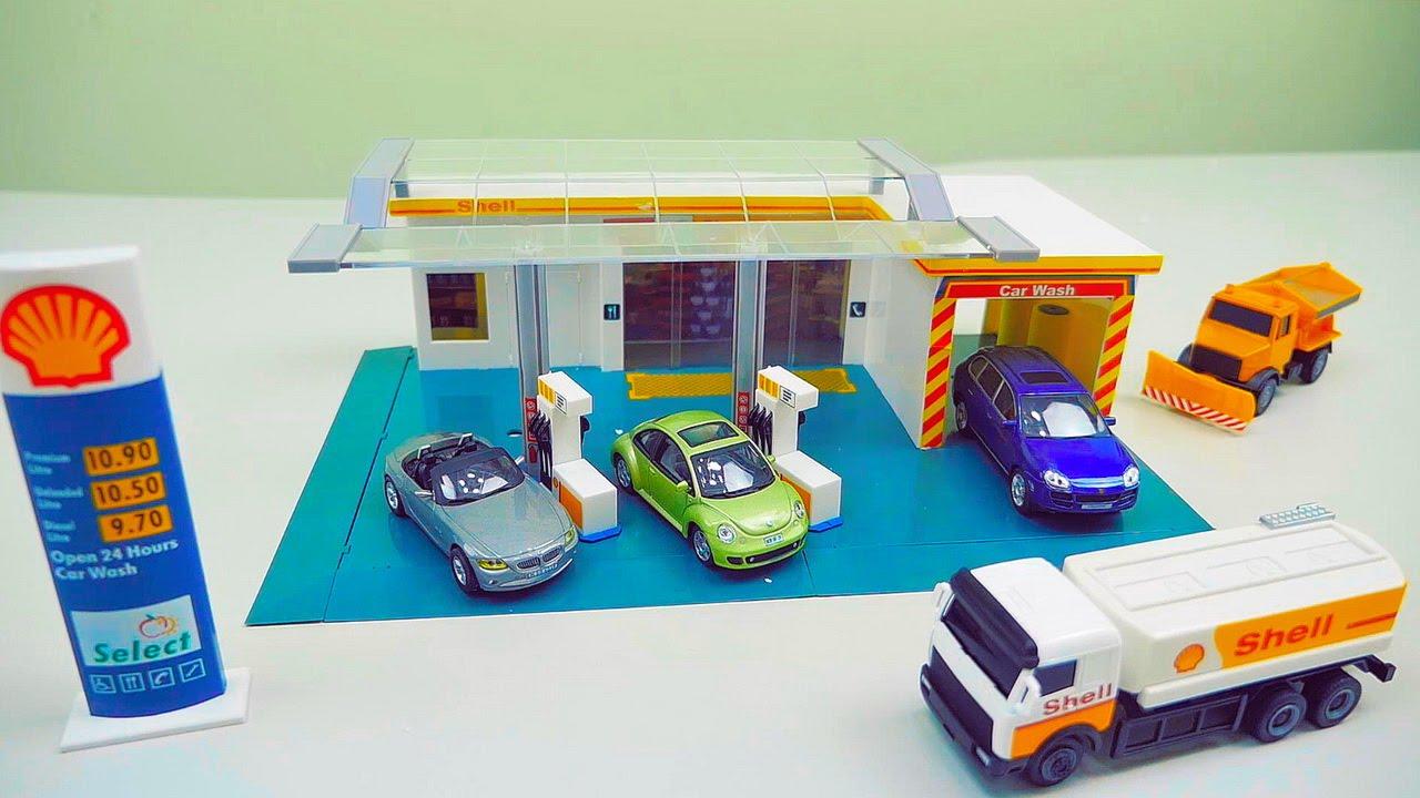 Играем в Заправочную Станцию для Машинок - Видео для детей про Машинки и мальчика Даника