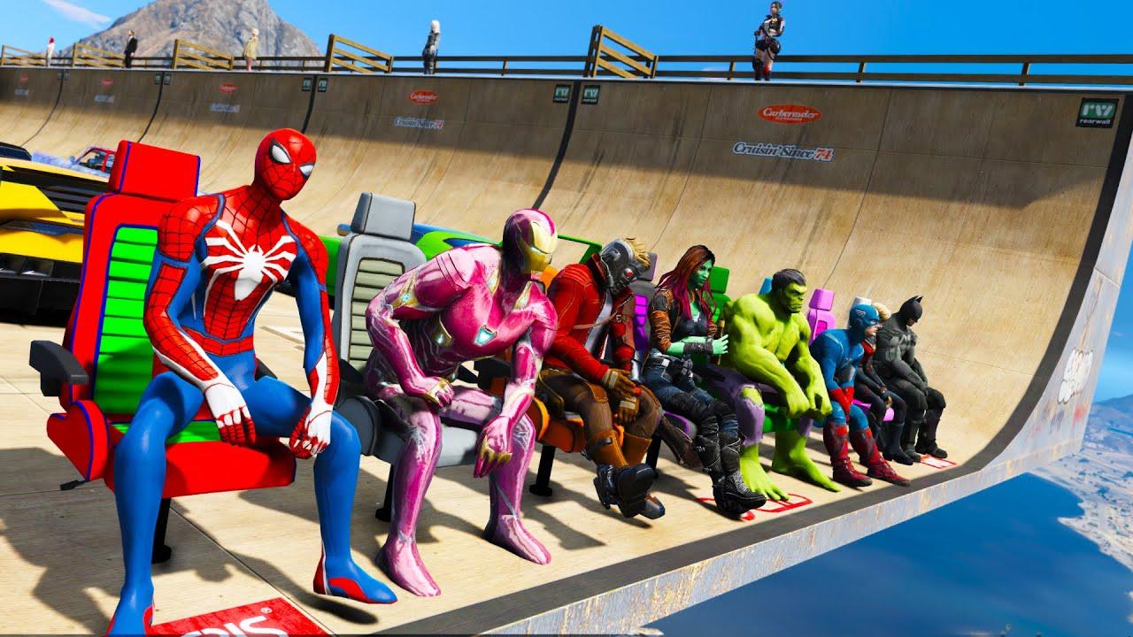 Corridas e Acrobacias Incríveis com Super-Heróis Homem Aranha, Homem de Ferro, Hulk, Homem Morcego