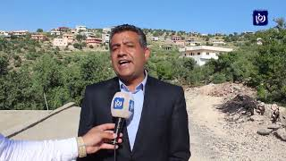 قرية حلاوة تعاني نقص الخدمات وتراكم النفايات في طرق شبه مدمرة  - (3-5-2019)