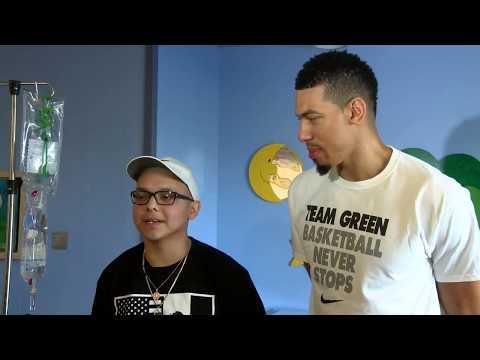 Danny Green visits El Paso Children