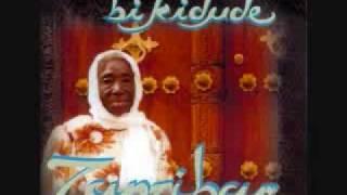 Bi Kidude - Muhogo wa Jangombe.wmv
