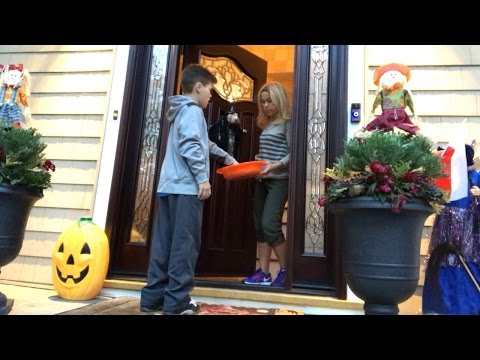 TRICK OR TREATING THE DAY AFTER HALLOWEEN!