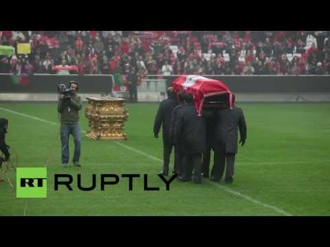 Eusebio tribute packs out Benfica's stadium