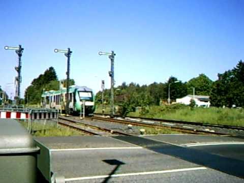 Vorbeifahrt am Bahnübergang