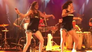 Sofia y Steffi de Cuban Salsa Power con Alexander Abreu & Habana D'Primera