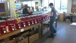 Сборка торговых автоматов в цеху Beaver(Сборка торговых автоматов в цеху Beaver., 2011-05-30T18:50:16.000Z)