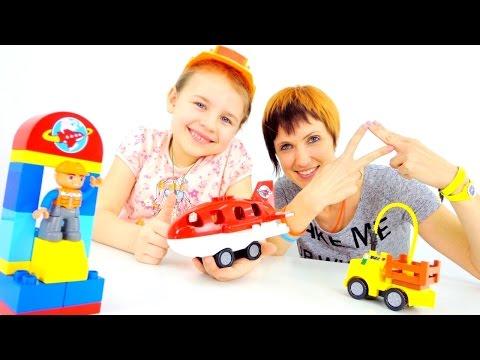 Строим аэропорт из Лего с Машей Капуки Кануки
