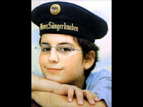 Adam Urosevic (boy Soprano, Vienna Boys Choir) Sings Danny Boy.wmv