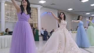 شاهد هذه العروس كيف رقصت لزوجها على اغنيه ياليلي وياليلاه مع اجمل فرقه رقص