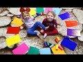 Melissa si Anabella SE JOACA cu Floarea COLORATA | Learn colors with Melissa and Anabella