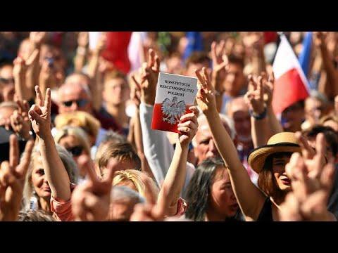 Protesters in Poland condemn judiciary reforms