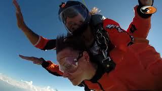 Fallschirmsprung von Corinne Gut