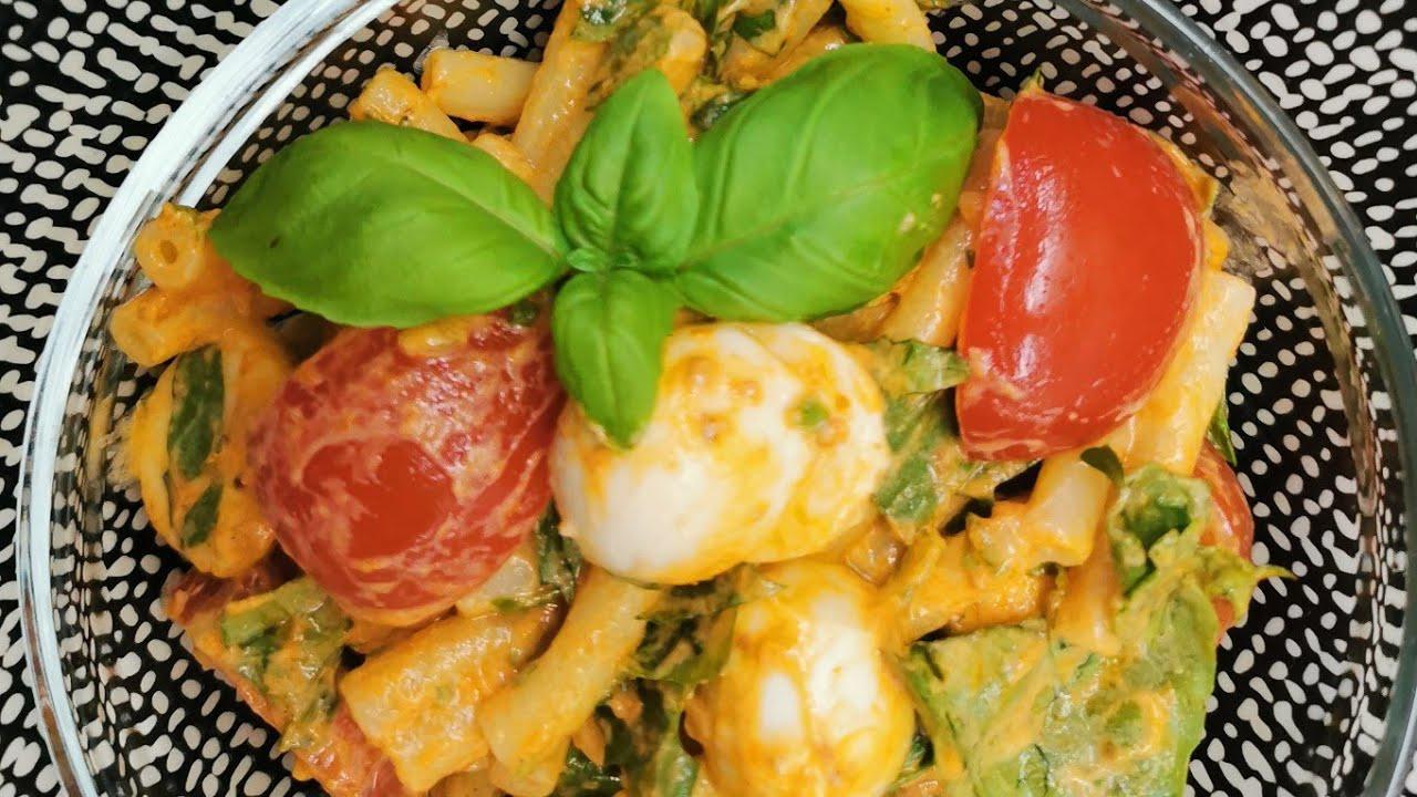 Włoska sałatka z makaronem, idealna do grila.