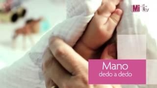 El secado del bebé después del baño