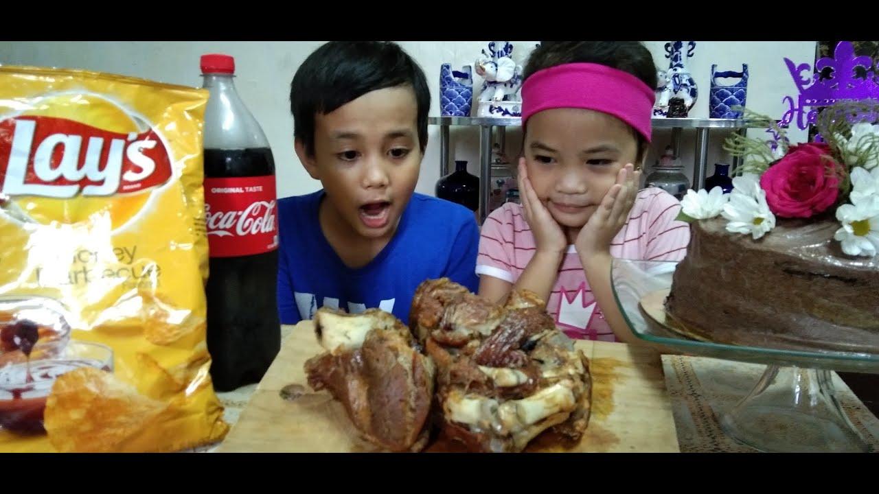 Download Pinoy Mukbang with Karl and Athena  Episode 5 - Crispy Pata sa ECQ Birthday ni LOLA
