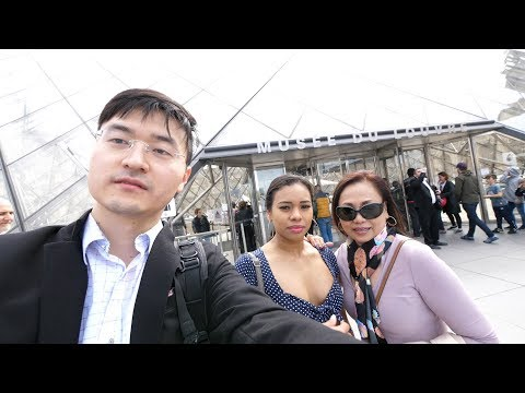Canadian Travellers Go to Paris France