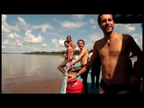 Jumping into the Marañon river
