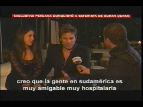 Roger Taylor y esposa peruana