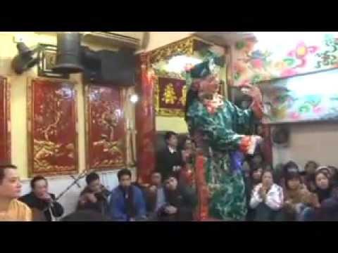 Cậu Hùng (102 Hàng Bạc) hầu Chầu Bà Đệ Nhị