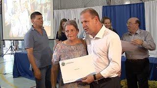 Lar Legal entrega títulos de propriedade para moradores de Guaramirim