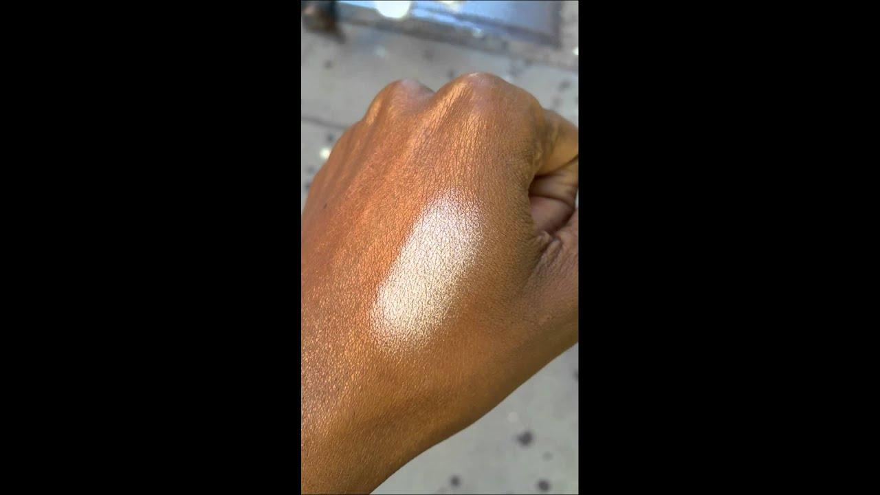Becca Pearl Highlighter on Dark Skin (NW45) - YouTube