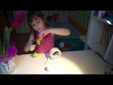 Cмотреть онлайн Мастер класс Как сделать метлу для своего кукольного домика?