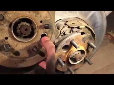 видео: Как отрегулировать ручной тормоз с дисковыми тормозами на toyota rav4 второго поколения