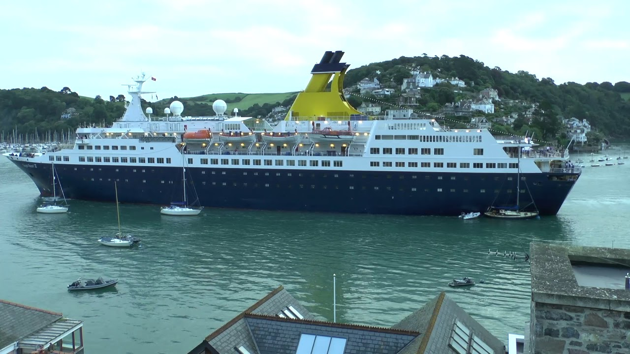 Video: Cruise ship crashes into four yachts in Dartmouth