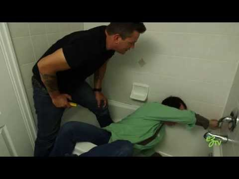 How To Remove and Replace Caulk in a Bathtub