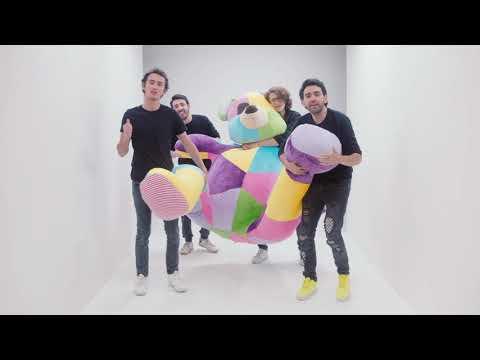 Смотреть клип Alejandro González Y Nn - Un Osito Dormilón