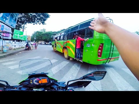 Private bus almost wrecked the Kawasaki Versys X 300