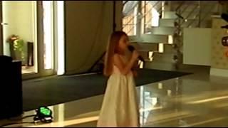 Alleluja Halleluja Olivia Hausner śpiewa młodej parze w prezencie ślubnym
