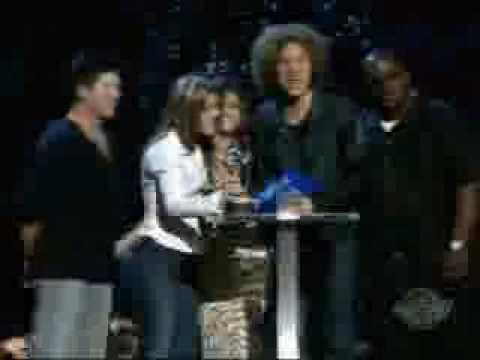 Avril winning her first award 2002