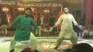 Raza Samoo Mehndi Dance With Ahsan - KhujLee Family