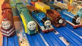 【pociągi zabawki】Tomek i przyjaciele Caitlin, Connon, Thomas, Harvey, Edward  (03256 pl)