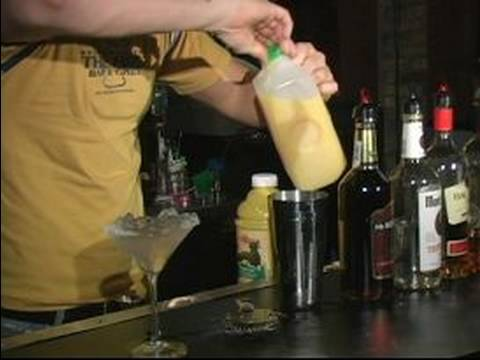 """The Best Mixed Drink Recipes & Body Shots : Making A """"Wiki Wocky Woo"""" Mixed Drink"""